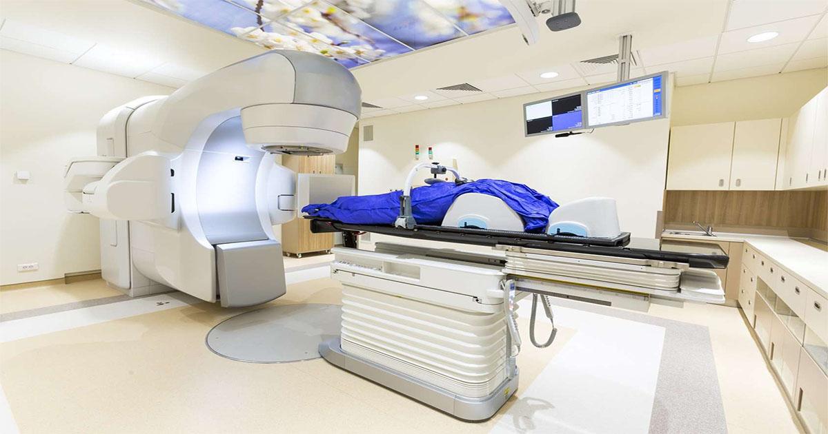 Prise en charge d'un patient porteur d'un dispositif électronique intracardiaque candidat à une radiothérapie
